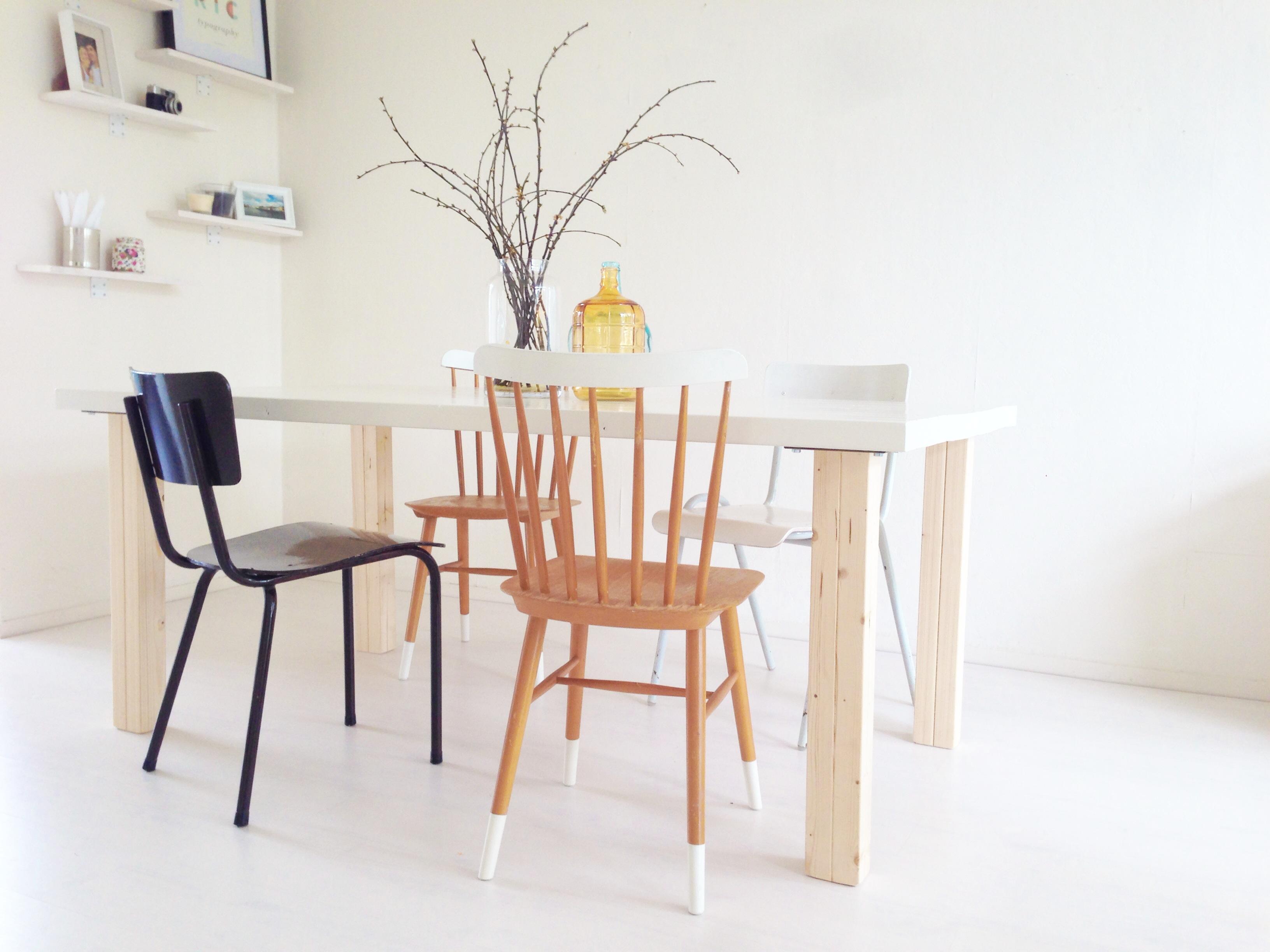 Do it yourself én stylingtip verschillende stoelen aan je