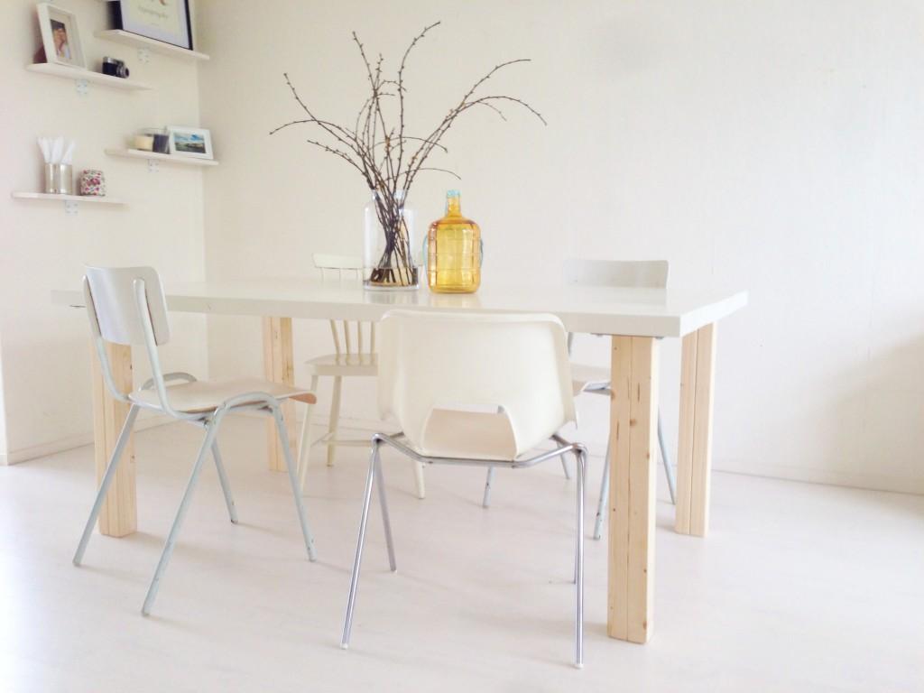 Do it yourself én stylingtip: verschillende stoelen aan je eettafel