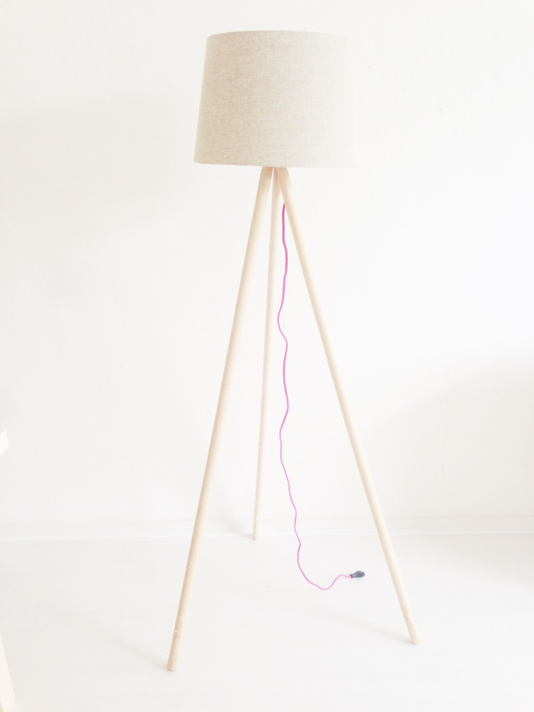 Do it yourself: lamp van bezemstelen