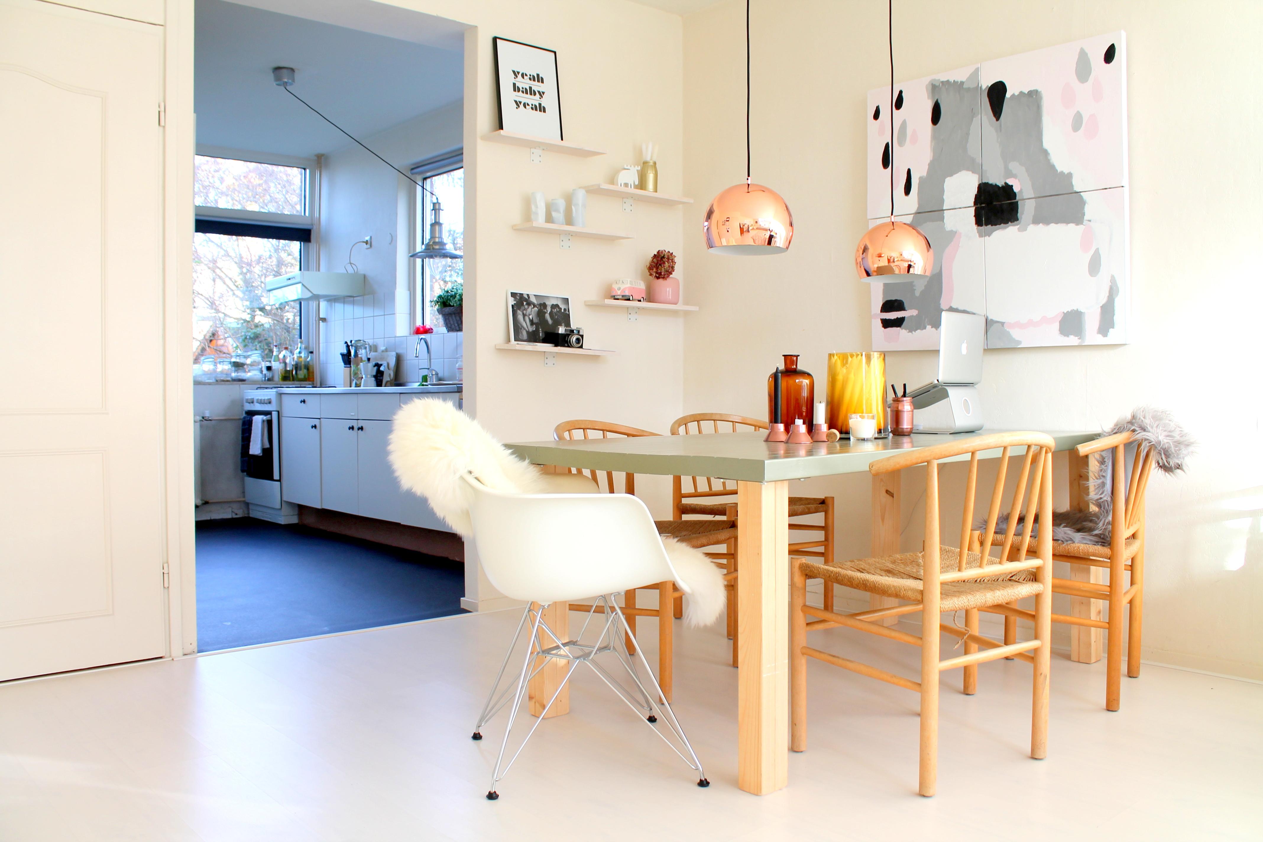 shoplog koperen lampen boven de eettafel donebymyself. Black Bedroom Furniture Sets. Home Design Ideas