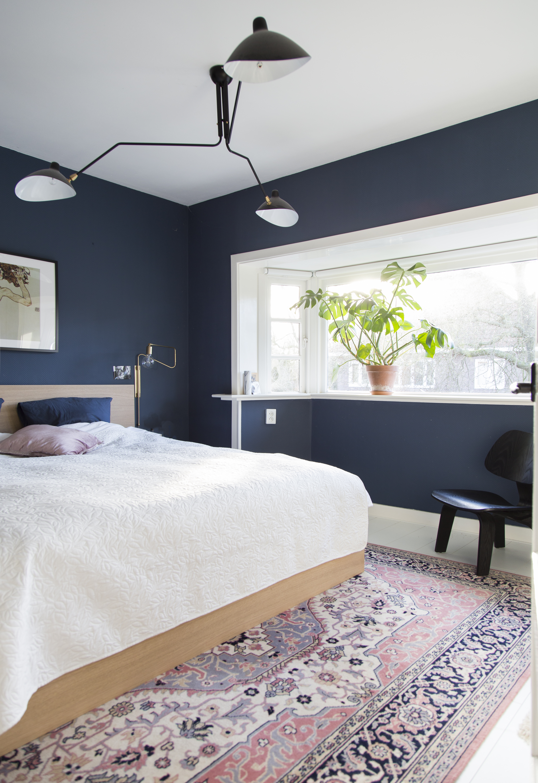 Persian rug in the bedroom